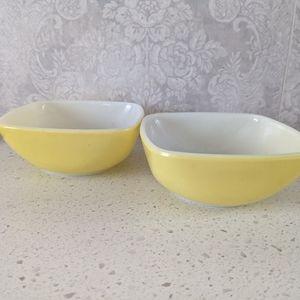 Vintage Pyrex Square Ramekin Bowls Yellow (2)